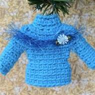 Sweater ornament in blue with ribbon flower